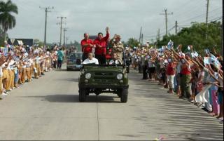 Inolvidable recibimiento en Santa Clara al presidente Hugo Chávez